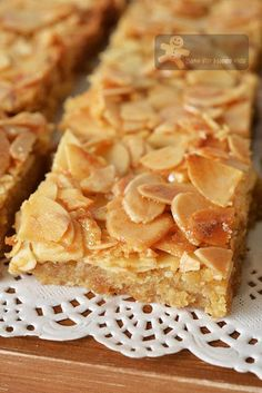 Almond recipes - Honey Almond Slices again! Almond Recipes, Baking Recipes, Cookie Recipes, Dessert Recipes, Almond Tart Recipe, Almond Meal, Almond Flour, Honey Almonds, Sliced Almonds