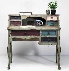 The most beautiful shabby-chic bureau. Chalk Paint Furniture, Hand Painted Furniture, Vintage Furniture, Cool Furniture, Bureau Design, Kare Design, Upcycle Home, Style Deco, Secretary Desks