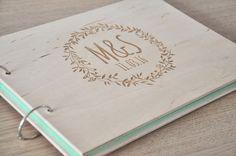 Dies ist eine Auflistung für eine handgemachte Birke Hochzeit Gästebuch mit maßgeschneiderten Gravur. Das Buch hält 30-60 weiße Blätter.  Bunte Blätter können Sie hier kaufen:...