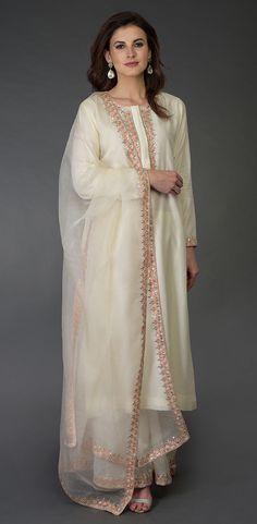 From our Indian Spring Collection, this Ivory farshi palazzo suit is adorned with exquisite resham, gota patti and pearl beads hand embroidery. The kurta and farshi ( wide leg palazzo pants) are crafted in chanderi and the dupatta is crafted in p Indian Designer Suits, Indian Suits, Indian Wear, Pakistani Dresses, Indian Dresses, Indian Clothes, Pakistani Suits, Punjabi Suits, Palazzo Suit