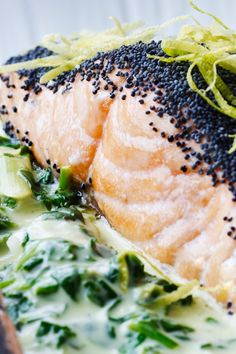 Salmon with spinach-lemon cream- Laks med spinat-citron-creme salmon - Easy Salmon Recipes, Shellfish Recipes, Dinner Is Served, Fish Dishes, Everyday Food, Soul Food, My Favorite Food, Food Inspiration, Easy Meals