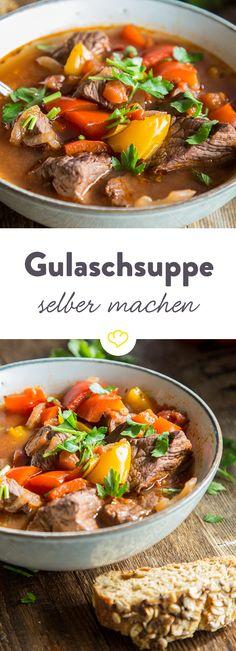 Zartes Schmorfleisch, saftige Paprikastücke und deftige Brühe - Ungarische Gulaschsuppe ist pures Wohlfühlessen. So wird der Klassiker zubereitet.