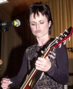 Irish Rock, Dolores O'riordan, Women Of Rock, Post Punk, Pop Rocks, Cranberries, Rock Bands, Singers, Queens