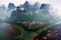 Xingping district by Anan Charoenkal