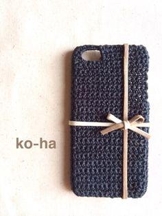 小ぶりなリボンが上品なiPhoneケースです。麻糸のような糸で編んであるので、さらりとした手触りです。|ハンドメイド、手作り、手仕事品の通販・販売・購入ならCreema。