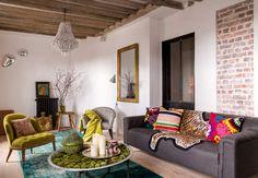 Mariages baroquesA Paris, un appartement sous les toîts mêle, tout en délicatesse, influences orientales et style nature. C'est le pied-à-terre…
