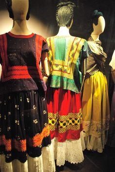 Las apariencias engañan: Los vestidos de Frida Kahlo via Tita Capotita