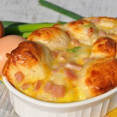 Brunch Recipes {Overnight} Ham, Egg, and Cheese Monkey Bread - The Seasoned Mom What's For Breakfast, Breakfast Dishes, Breakfast Casserole, Breakfast Recipes, Brunch Recipes With Ham, Breakfast Souffle, Ham Steak Recipes, Bacon Steak, Christmas Breakfast