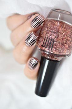 Marine Loves Polish: Nail art graphique avec la collection Fleurs Bleues de UNT - Holy Shapes 07 - MoYou London - Graphic nails