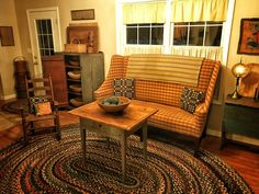 primitive country decorating ideas for living rooms Primitive Living Room, Primitive Homes, Primitive Furniture, Primitive Kitchen, Country Furniture, Country Primitive, Antique Furniture, Upholstered Furniture, Wood Furniture