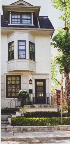 White & Black Townhouse...this is exactly what I want