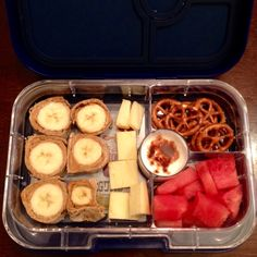 Banana & peanut butter pinwheels, sharp cheddar chunks, watermelon, vanilla yogurt with cinnamon, and pretzels. All ingredients are Stage One approved. #yumbox #panino #bentobox #feingold #stageone #mealplanning #lunch #evaneats