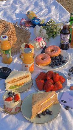 Cute Food, Good Food, Yummy Food, Comida Picnic, Plats Healthy, Picnic Date, Beach Picnic, Think Food, Picnic Foods