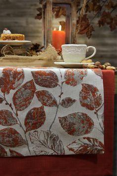 Gedeckter Tisch Herbst. Tischläufer von Sander