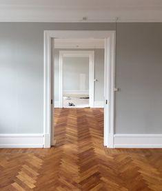 Herringbone Headboard, Wood Headboard, Bachelor Pad Decor, Decor Pad, Papi, Ikea, Hospitality Design, Floor Decor, Living Room Designs