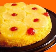 Tarta de piña con cerezas glaseadas en almíbar