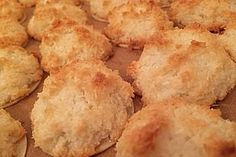 Coconut Macaroons from Chef Video Coconut Macaroons, Macarons, White Chocolate Fudge, Snack Recipes, Snacks, Breakfast Muffins, Chips, Cooking, Ethnic Recipes