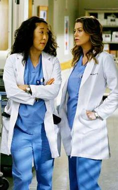Meredith e Cristina from Il finale di Grey's Anatomy Cristina Yang, Meredith E Cristina, Meredith And Christina, Lexie Grey, Greys Anatomy Online, Greys Anatomy Facts, Meredith Grey, Greys Anatomy Season Finale, Grey's Anatomy Wallpaper