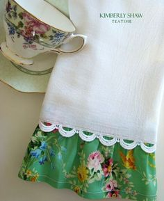 Who doesn't love a new tea towel to make cleanup a bit more fun? I enjoy making my own tea towels with a double layer of soft flour sack fabric and a ruffle of cute fabric accented with rick rack. Fabric Crafts, Sewing Crafts, Sewing Projects, Vintage Shabby Chic, Vintage Tea, Vintage Linen, Vintage Table, Vintage Floral, Dish Towels