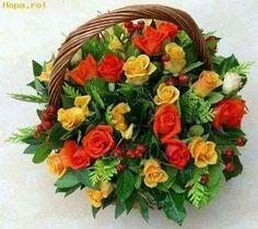 un ramo de flora, muchas rosas , rosas de colores