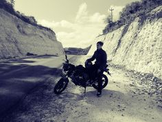 Sendiri menikamti hidup.. Terkandang juga merindukan seorang Patner..   #indonesia #single #fighter #ride @indonesia