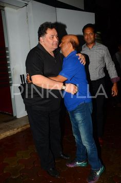 Rishi Kapoor is all smiles as he gets papped!