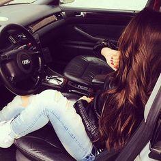 Me enjoying in Dubai Tamannah khan. Stylish Girls Photos, Stylish Girl Pic, Girl Photos, Cute Girl Photo, Cool Girl, Girly Dp, Car Poses, Car Selfies, Dps For Girls