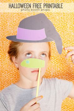Free printable halloween photo booth props!  Perfect for class parties or for halloween night!