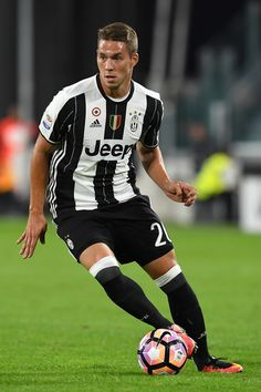 Marko Pjaca of Juventus FC in action during the Serie A match between Juventus FC and Cagliari Calcio at Juventus Stadium on September 21, 2016 in Turin, Italy.