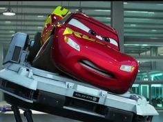 XD he looks so determined Disney Cars Movie, Disney Cars Party, Pixar Movies, Car Party, Disney Cars Wallpaper, Car Animation, Cars 2006, Lightening Mcqueen, Cars Series