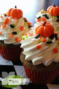 Te compartimos estas ideas para preparar a tu familia unos cup cakes con motivo del día de muertos ¡Originales verdad!