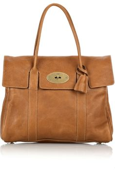 mulberry bag Mulberry Bags I met this bag last week.I petted it! Love the sneaky-pete key to the lock in the little key keeper/hidy spot! Top Designer Bags, Designer Shoes, Mulberry Bag, Mulberry Alexa, New Handbags, Luxury Handbags, Large Shoulder Bags, Best Bags, Day Bag