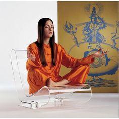 Tej ikony designu chyba przedstawiać nie trzeba. Fotel LCP firmy Kartell to doskonałość formy i technologii.  Dostępny w dwóch wykończeniach na Designisgood.pl