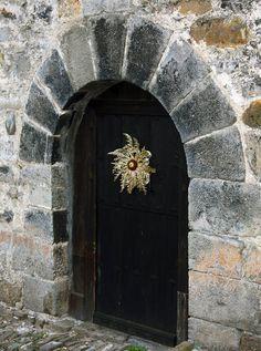 Eguzkilore, símbolo y leyenda