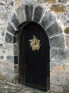 Eguzkilore, símbolo y leyenda Biarritz, Basque Country, My Heritage, Door Knobs, Stairways, Wonders Of The World, Interior Inspiration, Concept Art, Old Things