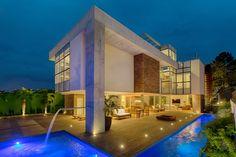 Casa MMP – Mauricio Melara Arquitetura Cinema Room Small, Small Rooms, Houses, Mansions, House Styles, Home Decor, Log Projects, Arquitetura, Modern House Exteriors