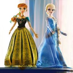 #Frozen Disney Store Limited Edition Anna and Elsa Dolls