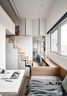 From the luxurious micro apartment to the flexible Tiny House: comfort on small living spaces thanks to high-quality materials and clever interior design. Small Space Living, Small Spaces, Living Spaces, Mezzanine Bedroom, Deco Studio, Appartement Design, Interior Minimalista, Built In Furniture, Tiny Apartments