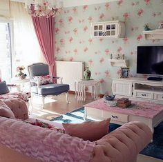 Pastel pink, blue and green, many elegant floral patterns … - Home Decor ideas Teen Room Decor, Rooms Home Decor, Home Decor Furniture, Home Living Room, Living Room Designs, Living Room Decor, Bedroom Decor, Good Living Room Colors, Country Stil