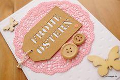 Ostern-Knopf-Knöpfe-Tags-Doily-Doilies-rosa-geprägter-Cardstock-geprägt-Herz-Herzen-Hintergrund-Frühling-Gruß-Klappkarte-Detail-Tag-mit-Spruch-Anhänger