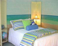 Blue and green beach themed bedrooms beach themed for Electric blue bedroom ideas