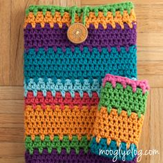 The Ultimate Universal Electronics Cozy! Step by step photo tutorial to make one to fit ANY tablet, cell phone, etc... on mooglyblog.com! #crochet