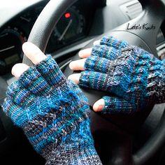 Get 36 fingerless gloves crochet patterns for free. Many easy to use fingerless gloves to use with multiple colors. Easy Knitting, Knitting For Beginners, Knitting Patterns Free, Crochet Patterns, Free Pattern, Fun Patterns, Crochet Stitches, Fingerless Gloves Crochet Pattern, Fingerless Gloves Knitted