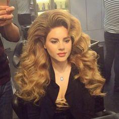 coiffure longue ondulee blond venitien