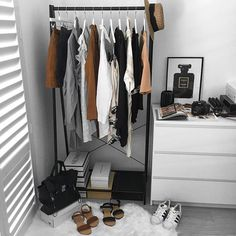 open closets Open Closet Organization Diy Clothes Racks 23 Ideas For 2019 Bedroom Drawers, Closet Bedroom, Bedroom Decor, Closet Drawers, Diy Drawers, Bedroom Ideas, Diy Clothes Rack, Clothes Rack Bedroom, Closet Clothing