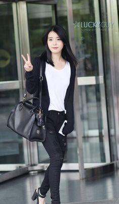 IU, KBS2 I Am A Man Korea Street Style, Korean Street Fashion, Kpop Fashion, Airport Fashion, Fashion Outfits, Airport Style, Korean Outfits, Celebrity Style, Casual Outfits