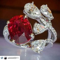 Awesome ring vintage. Diamonds and beauty Ruby. I like It  SLVH