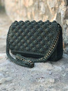 Marvelous Crochet A Shell Stitch Purse Bag Ideas. Wonderful Crochet A Shell Stitch Purse Bag Ideas. Crochet Purse Patterns, Bag Crochet, Crochet Shell Stitch, Crochet Handbags, Crochet World, Crochet Purses, Custom Purses, Day Bag, Shopper Bag