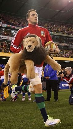Warburton running out with BIL British And Irish Lions, Man Candy, Rugby, The Man, Running, Dogs, Animals, Animales, Animaux