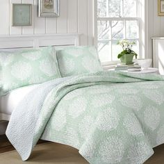 Bring coastal charm to your master suite or guest room with this reversible comforter set, showcasing mist-hued coral and stripe patterns.  Product: 1 Qui...
